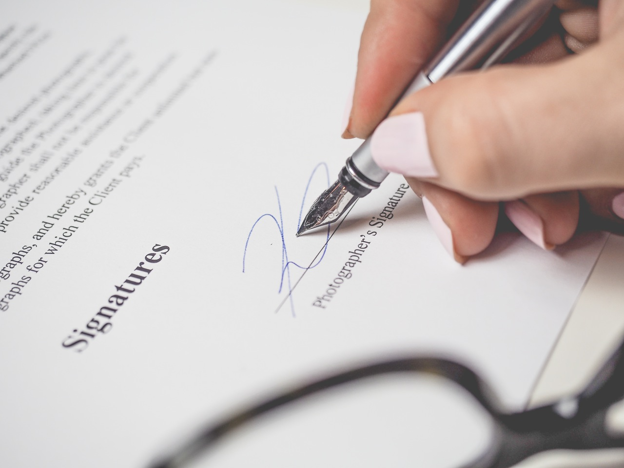 Did you know document signing doesn't have to be a hassle? Learn about signing documents online