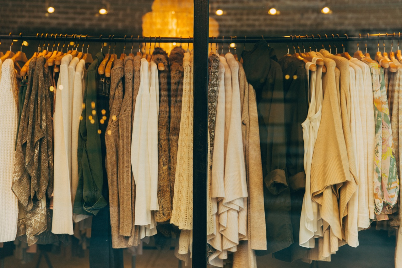 Taking Stock: Competing With Online Retail Shops