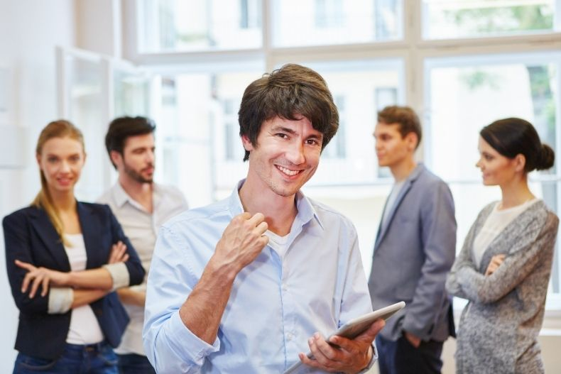 Pros and Cons of Students Entrepreneur