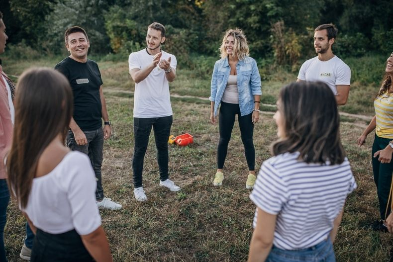 Team Building Companies That Offer In-Person and Virtual Events